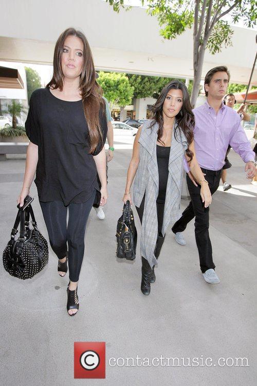 Khloe Kardashian and Kourtney Kardashian 5