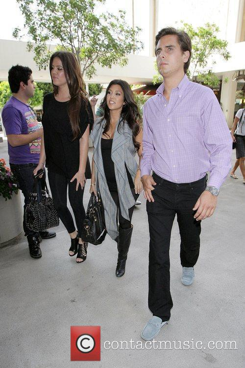 Khloe Kardashian and Kourtney Kardashian 4