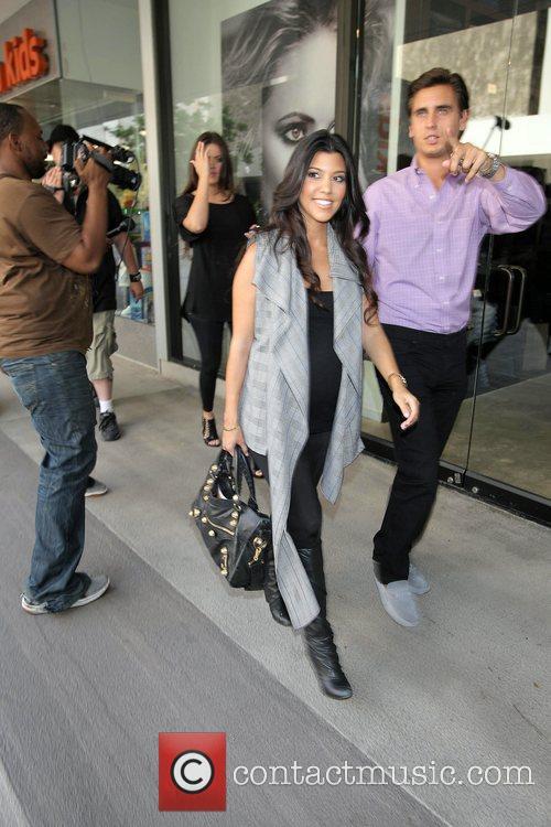 Khloe Kardashian and Kourtney Kardashian 1