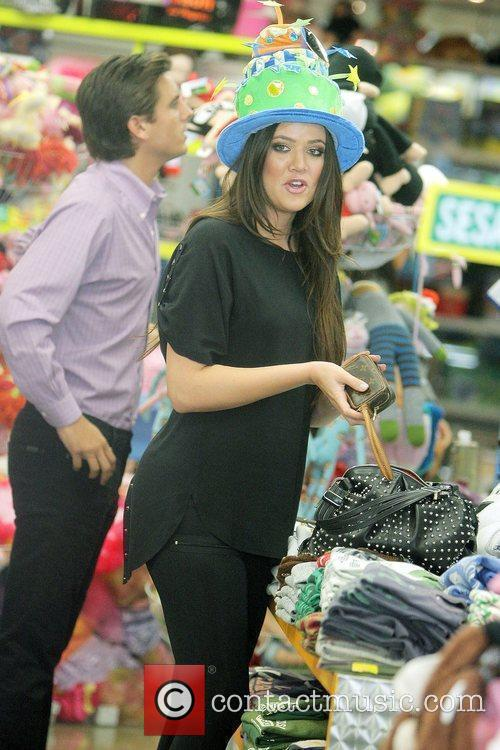 Khloe Kardashian Shopping With Her Sister At Kitson For Kids While Filming A Segment For Their Reality Tv Show 4