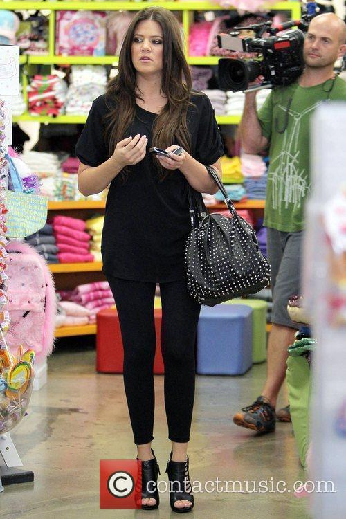 Khloe Kardashian Shopping With Her Sister At Kitson For Kids While Filming A Segment For Their Reality Tv Show 10