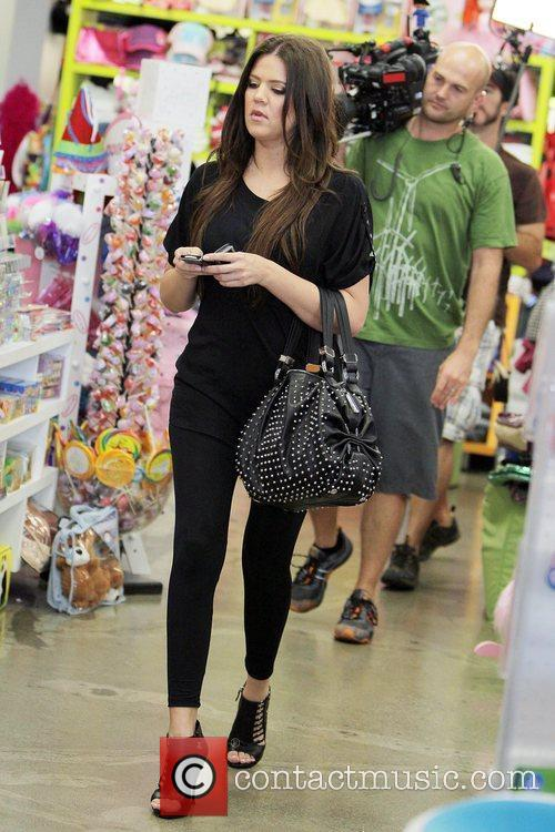 Khloe Kardashian Shopping With Her Sister At Kitson For Kids While Filming A Segment For Their Reality Tv Show 11