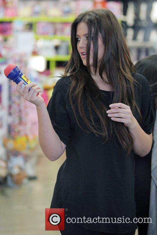 Khloe Kardashian Shopping With Her Sister At Kitson For Kids While Filming A Segment For Their Reality Tv Show 5