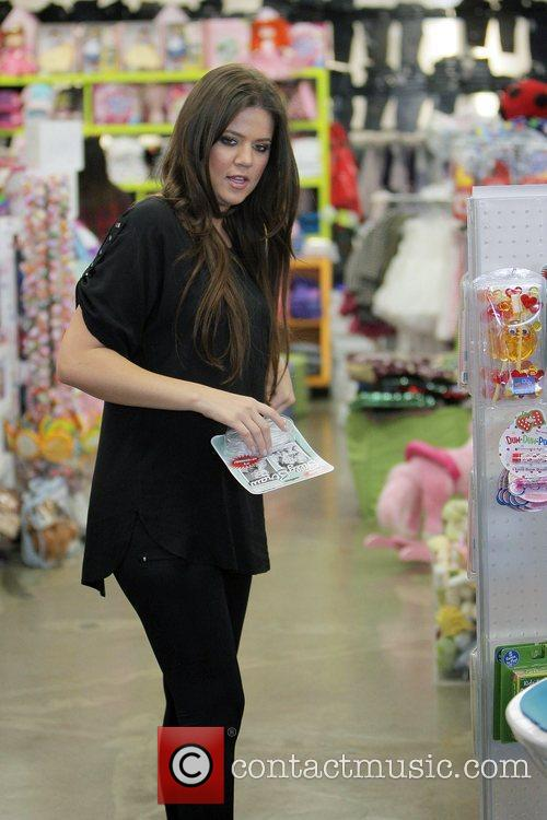 Khloe Kardashian Shopping With Her Sister At Kitson For Kids While Filming A Segment For Their Reality Tv Show 3