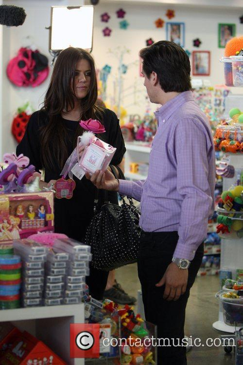 Khloe Kardashian Shopping With Her Sister 3
