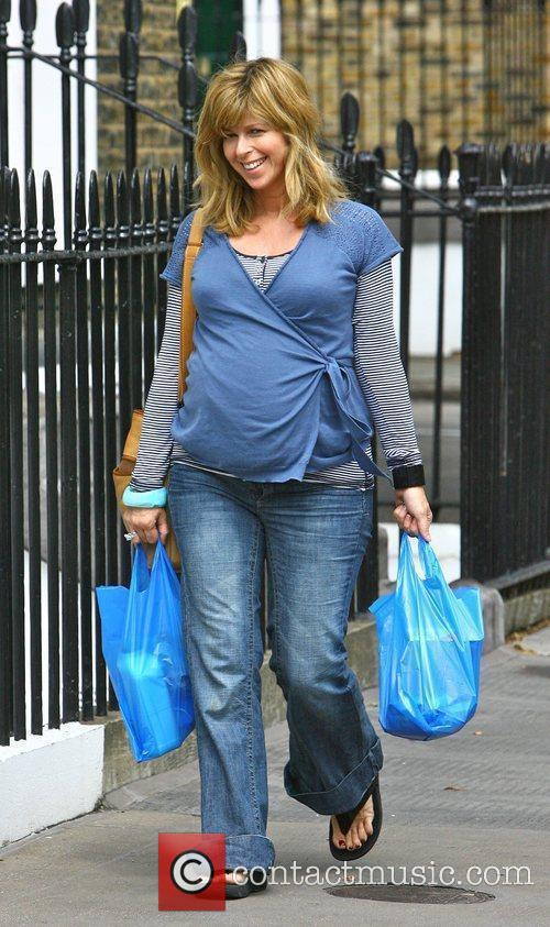 Heavily pregnant TV presenter Kate Garraway goes to...