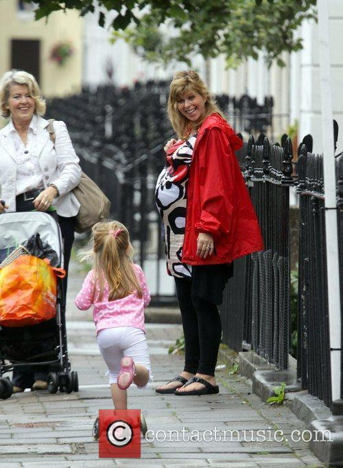 A Heavily Pregnant Kate Garraway Goes For A Stroll With Her Mother 6