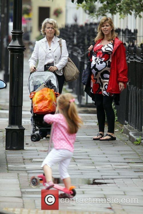A Heavily Pregnant Kate Garraway Goes For A Stroll With Her Mother 4