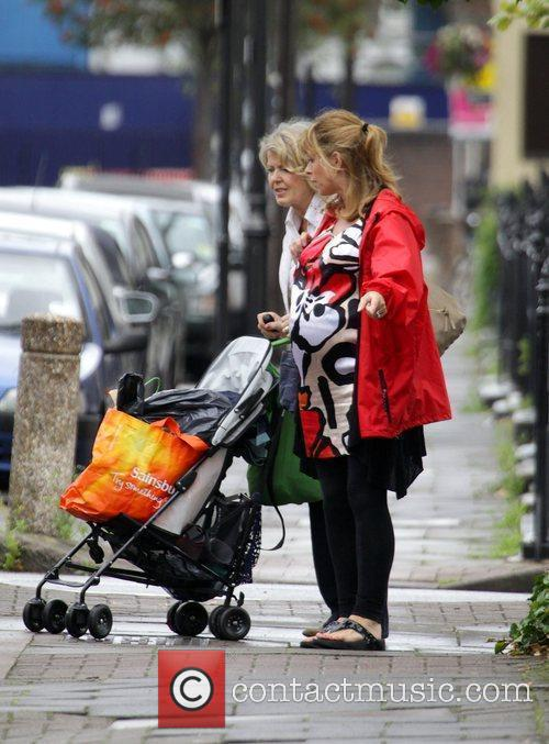 A Heavily Pregnant Kate Garraway Goes For A Stroll With Her Mother 5