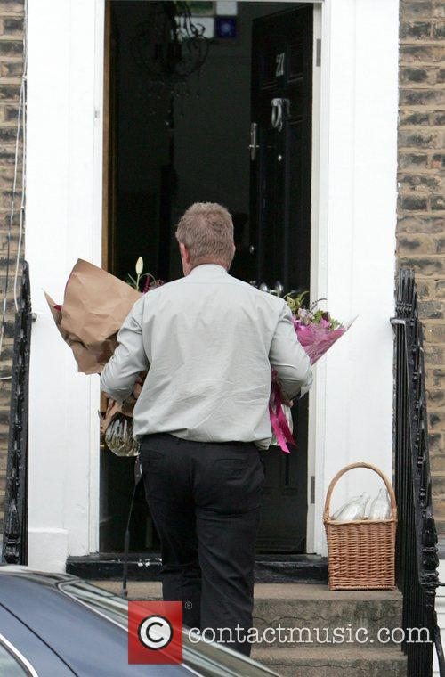 Kate Garraway's home receives a delivery of flowers...