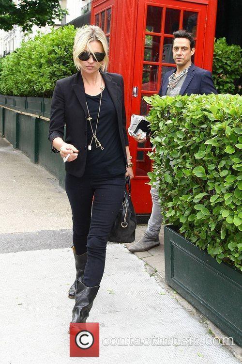 Kate Moss and Jamie Hince leaving a pub...