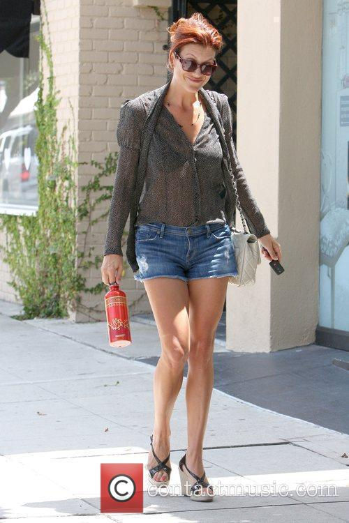 'Private Practice' star leaving a hair salon while...