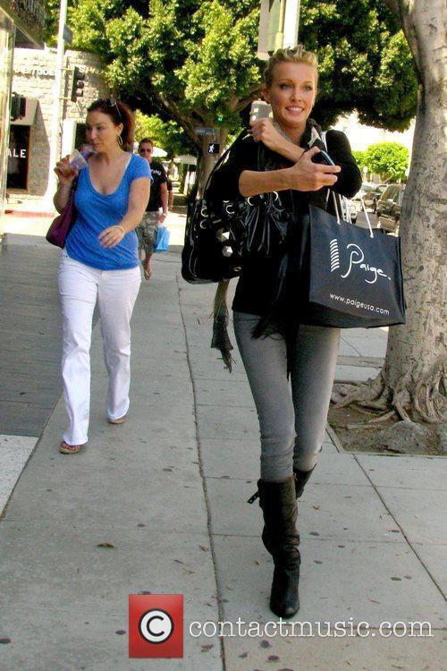 'Melrose Place' star walking along Robertson Boulevard after...