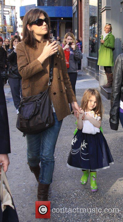 Katie Holmes and Daughter Suri Cruise 1