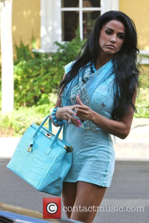 Katie Price, Aka Jordan, Carrying A Crocodile Handbag and Arrives At A Medical Building In Beverly Hills Wearing A Baby Blue Ensemble 2