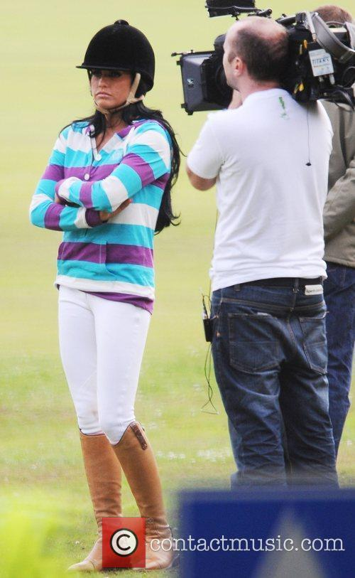katie price filming on location 2521840