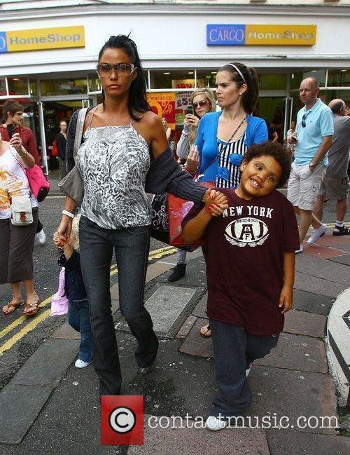 Katie Price shopping with her children Princess Tiaamii...