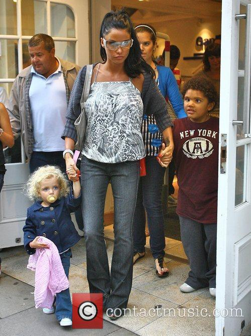 Shopping with her children Princess Tiaamii and Harvey