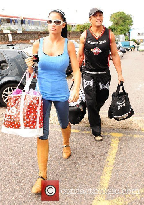 Visits the gym with her boyfriend Alex Reid,...