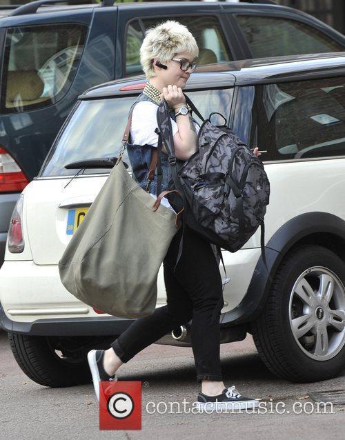 A Bag-laden Kelly Osbourne 9