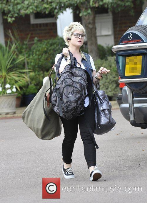 A Bag-laden Kelly Osbourne 6