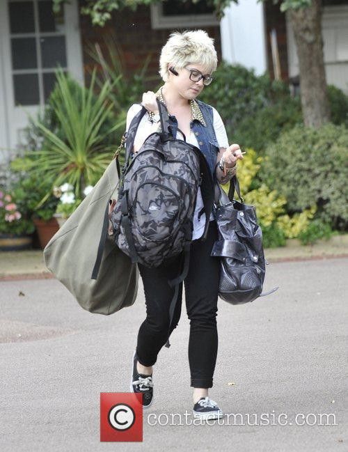 A Bag-laden Kelly Osbourne 5