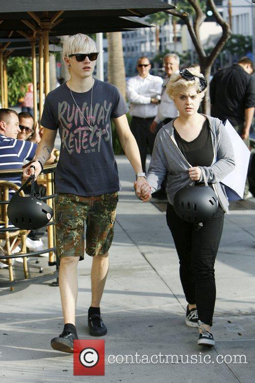 Kelly Osbourne and boyfriend Luke Worrall shop in...