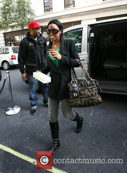 Kelly Rowland arrives at her hotel