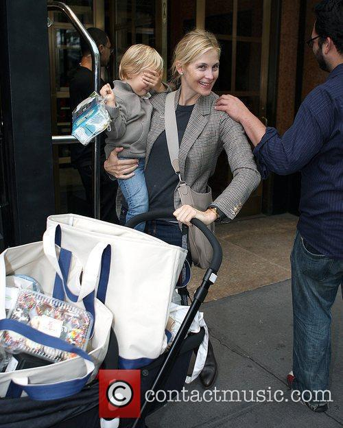 Kelly Rutherford Leaving The Bryant Hotel With Her Son Hermes Giersch 3