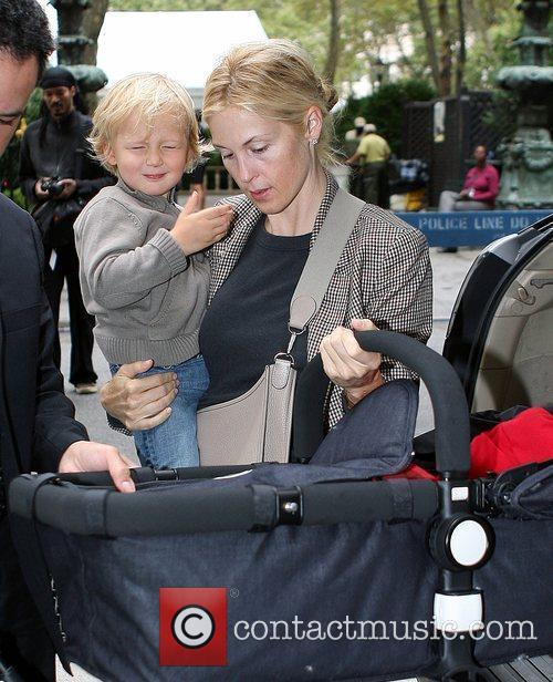 Kelly Rutherford Leaving The Bryant Hotel With Her Son Hermes Giersch 6