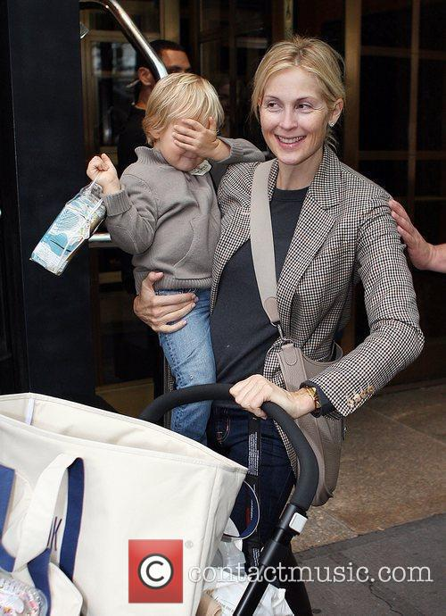 Kelly Rutherford Leaving The Bryant Hotel With Her Son Hermes Giersch 2