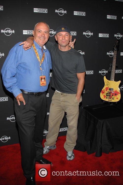Kenny Chesney  2009 Ambassadors of Rock Tour...