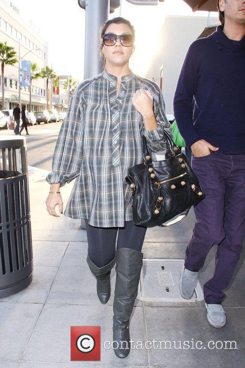 Pregnant Kourtney Kardashian and her fiance out and...