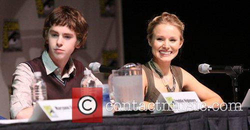 Kristen Bell at Comic-Con 2009 to promote her...