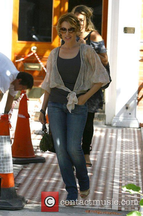 Kylie Minogue leaving home to visit her record...