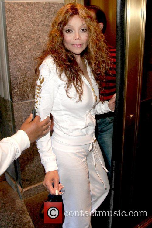Returning to her Manhattan hotel while wearing a...