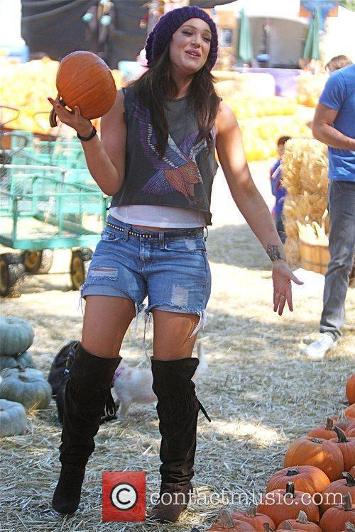 Lacey Schwimmer Visits Mr. Bones Pumpkin Patch In West Hollywood With Her Two Puppies 4