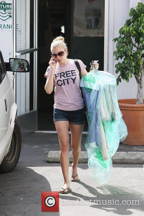 LeAnn Rimes picks up her laundry from the...
