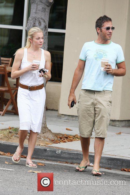 LeAnn Rimes and a friend pick up coffee in Santa Monica 6