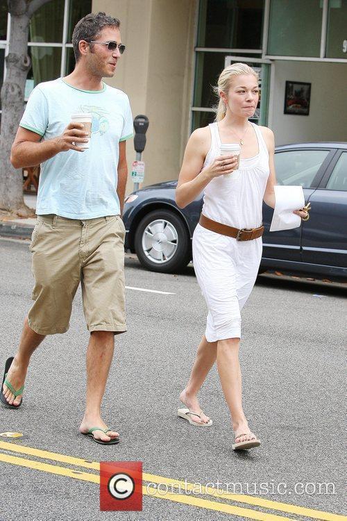 LeAnn Rimes and a friend pick up coffee in Santa Monica 7
