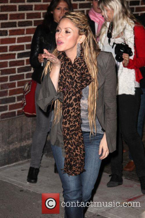 Shakira and David Letterman 12