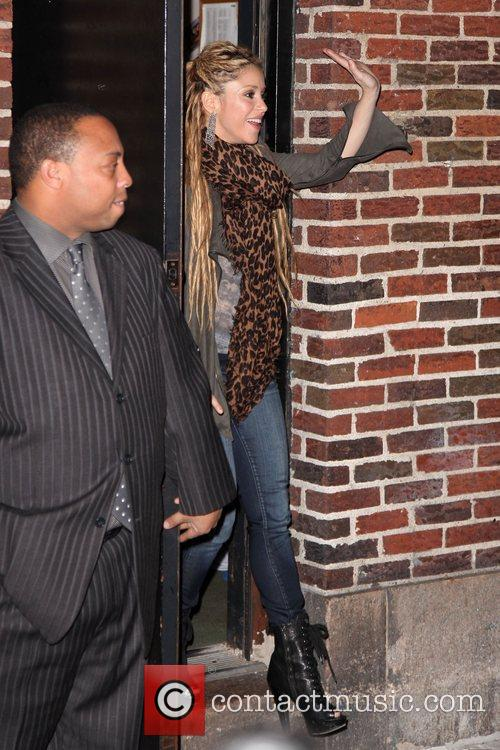 Shakira and David Letterman 15