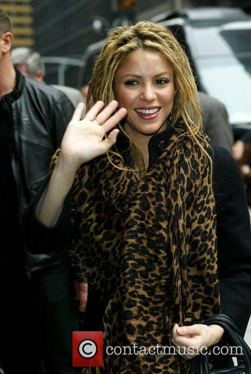 Shakira and David Letterman 28
