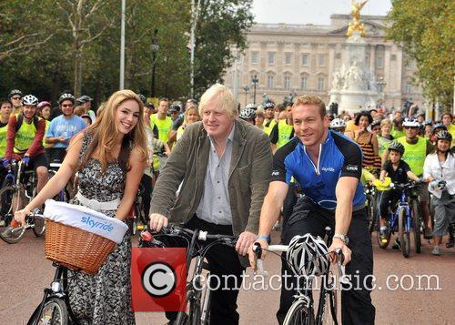 Mayor Boris Johnson and Kelly Brook 3