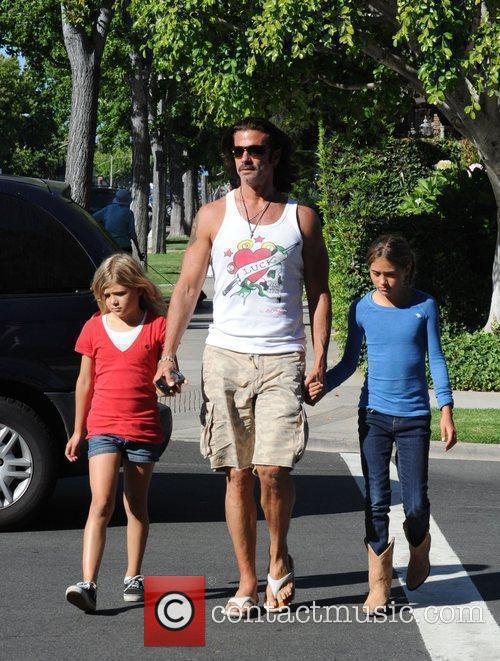 Lorenzo Lamas takes his daughters Victoria and Alexandra...