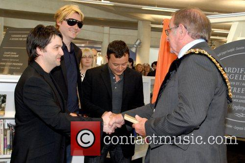 Manic Street Preachers, James Dean and Nicky Wire 6