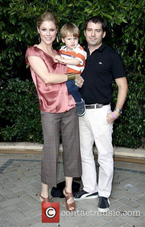 Julie Bowen, son Oliver McLanahan Phillips, husband Scott Phillips