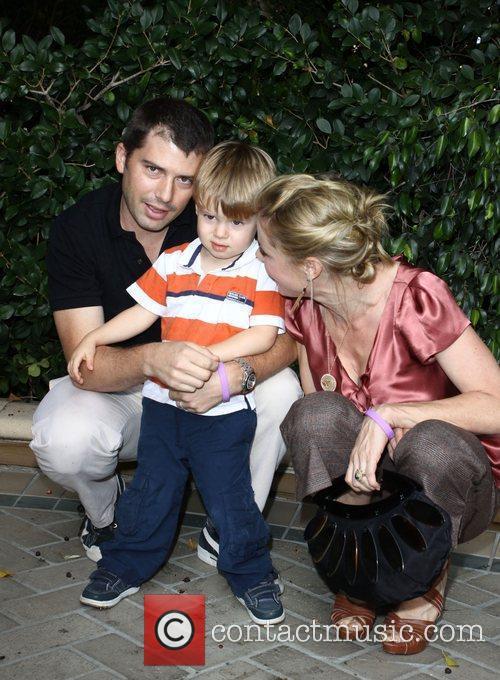 Julie Bowen, Son Oliver Mclanahan Phillips and Husband Scott Phillips 8