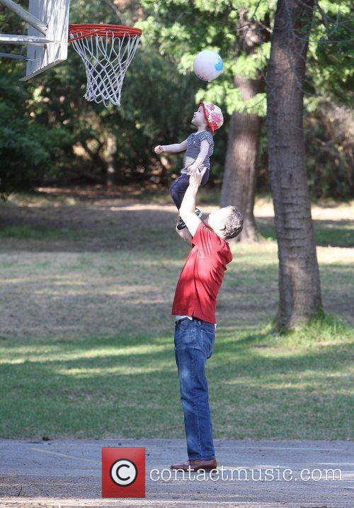Marcia Cross, Tom Mahoney Play Basketball With Their Twin Daughters Eden and Savannah 5