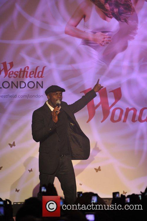Trevor Nelson Mariah Carey Illuminates London with a...